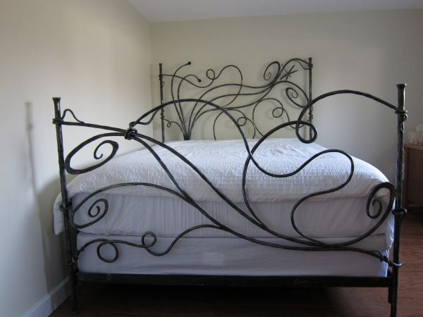 dragonfly-wrought-iron-bed-06