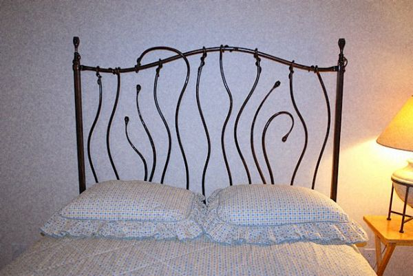 wrought-iron-bed-09