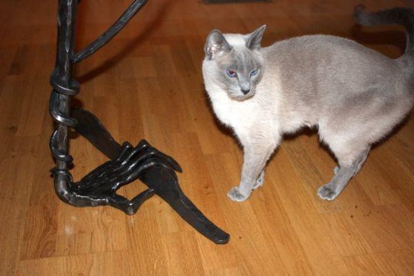 wrought-iron-hands-bt61-08